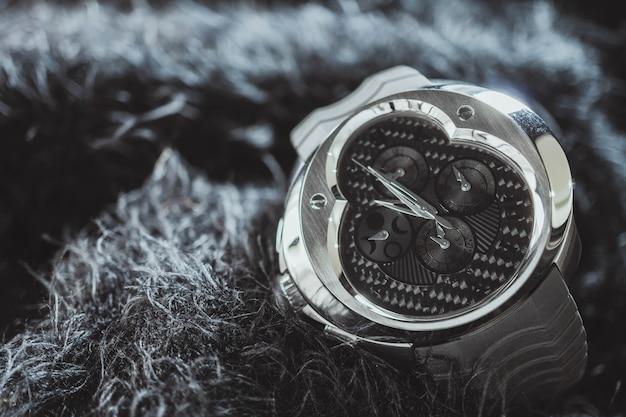 Nakhon ratchasima, tailandia - 31 luglio 2018: orologio del cronografo di franc vila