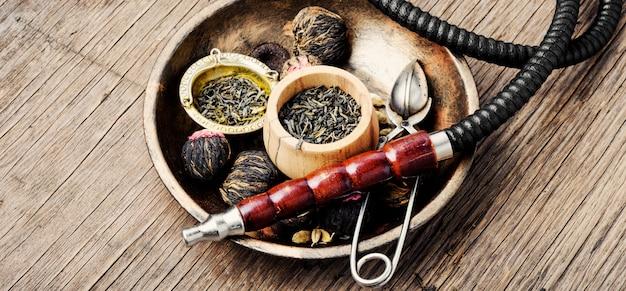 Narghilè con tè aromatico