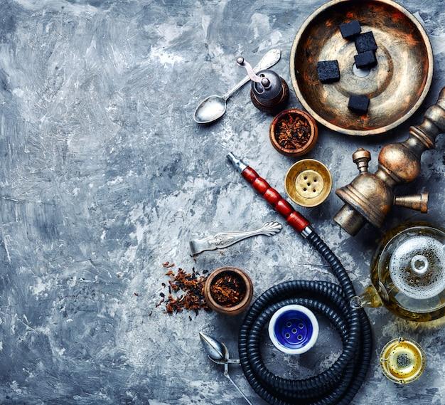 Narghilè orientale con tè
