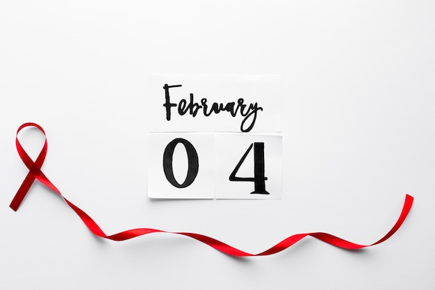 Nastro di mieloma lungo sotto la scrittura del 4 febbraio
