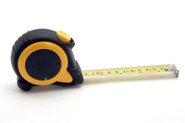 Nastro di misurazione nero-giallo isolato su bianco