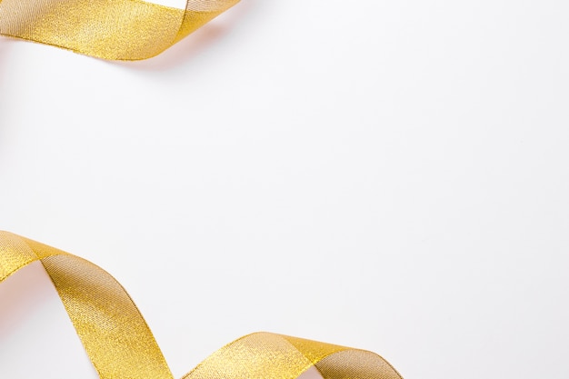 Nastro giallo sul tavolo luminoso