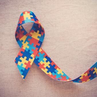 Nastro puzzle per consapevolezza dell'autismo