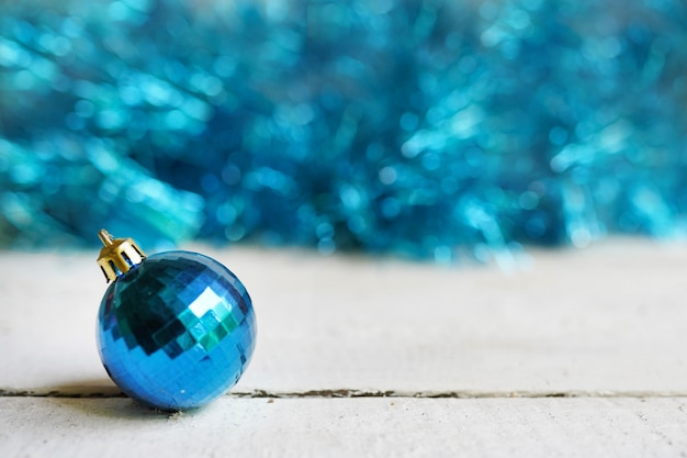Natale con palla giocattolo blu. buon natale, vacanze invernali, felice anno nuovo