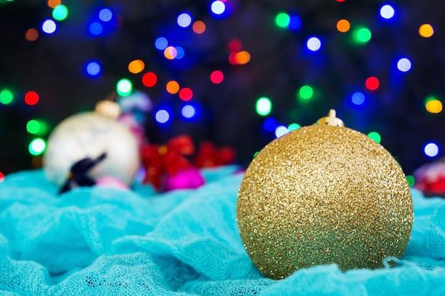 Natale con palline e ghirlanda