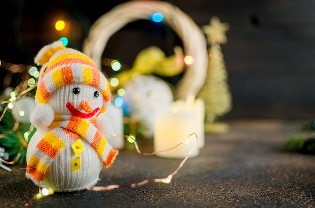 Natale con rami di abete, regali, giocattoli di natale
