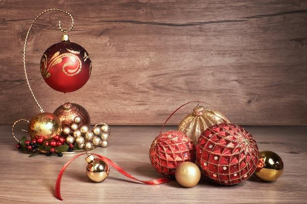 Natale d'annata con le bagattelle di natale, copyspace del testo