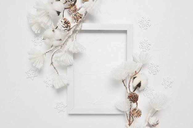 Natale del telaio di legno con copyspace. nuovi anni decorazione in bianco