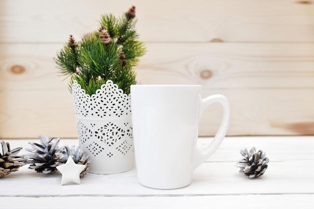 Natale mock up immagine stock prodotto in stile tazza bianca, scena di natale