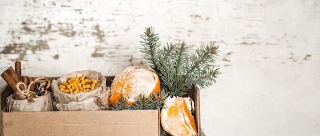 Natura morta con arancia e olivello spinoso