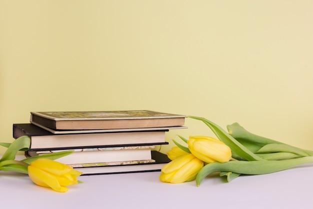Natura morta con il concetto di letteratura