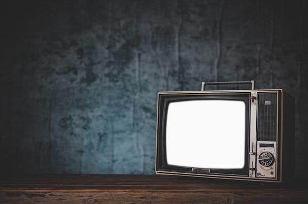 Natura morta con la vecchia tv retrò