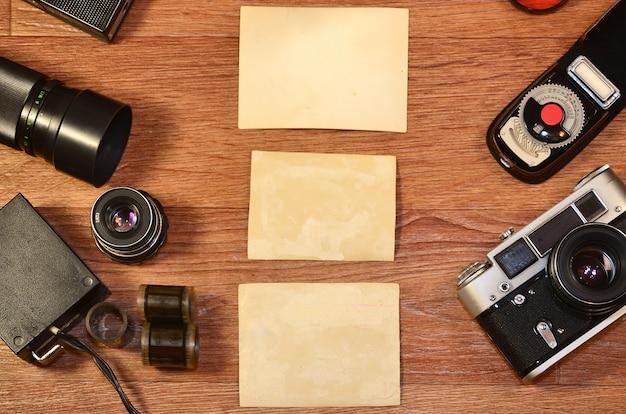 Natura morta con vecchie attrezzature fotografiche