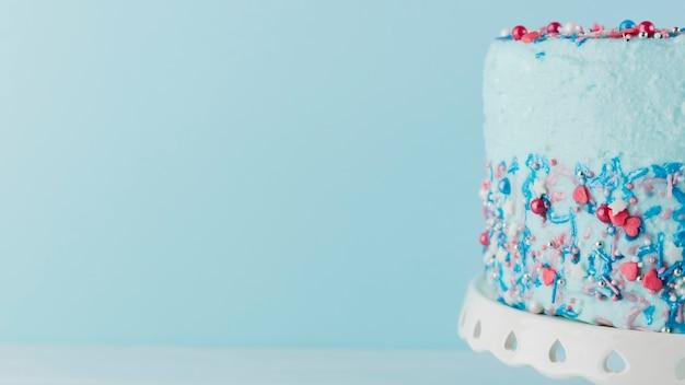 Natura morta di gustosa torta di compleanno