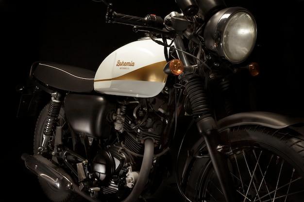 Natura morta di moto stile racer cafe
