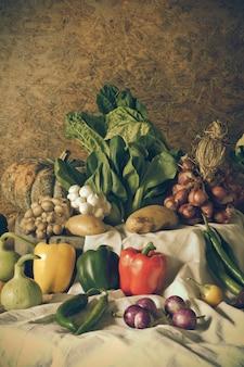 Natura morta verdure, erbe e frutta