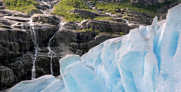 Natura ruvida nel paesaggio norvegese