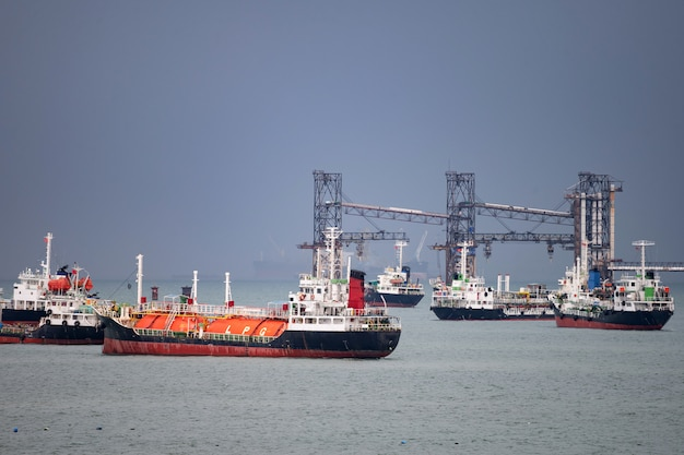 Nave cisterna gpl in porto