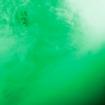 Nebbia ondeggiante verde denso astratto