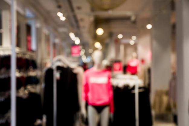 Negozio di abbigliamento con efecto sfocato