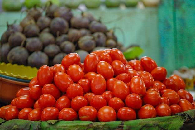 Negozio di verdura fresca nel mercato indiano