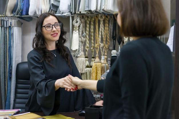 Negozio tessile per piccole imprese.