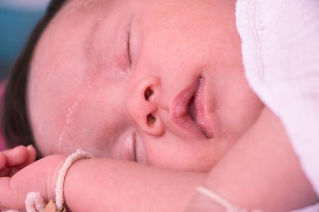 Neonato appena nato