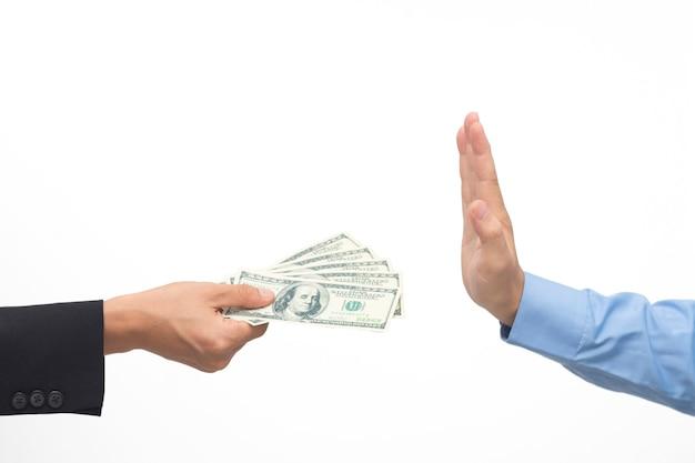 Nessun concetto di corruzione su sfondo bianco