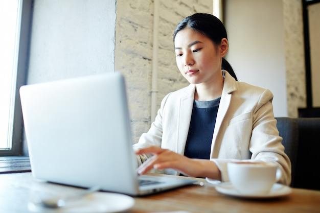 Networking femminile nella caffetteria
