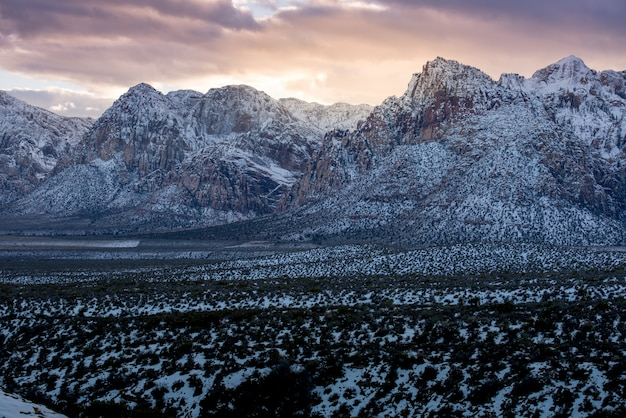 Neve sul parco nazionale di red rock canyon