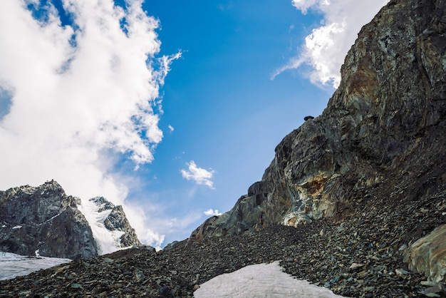 Neve sulla catena montuosa