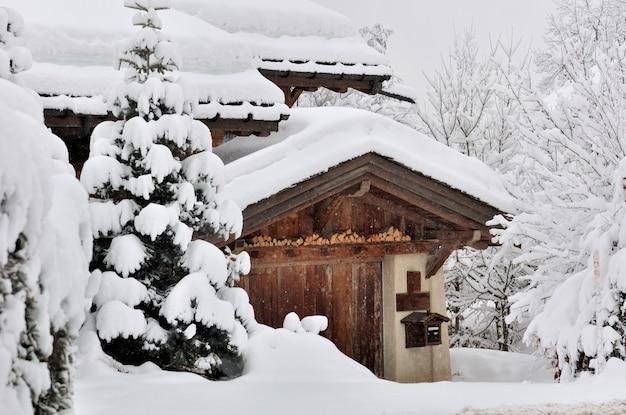 Nevicate in un villaggio