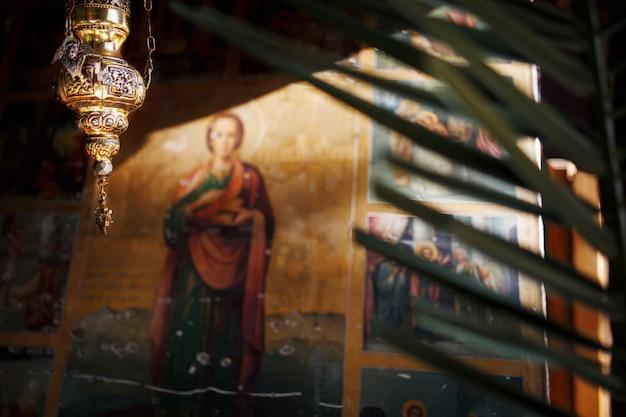 New athos, abkhazia georgia splendidi affreschi interni e dipinti di nero del monastero ortodosso di novy afon, abkhazia