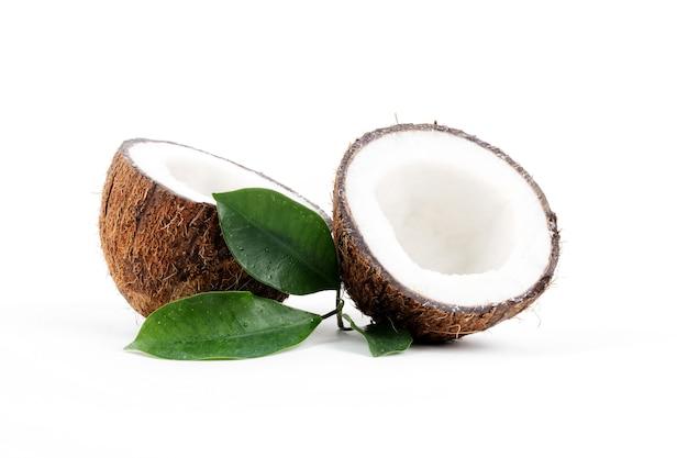 Noce di cocco con foglie