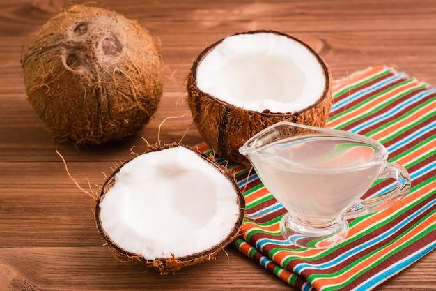 Noci di cocco e latte di cocco