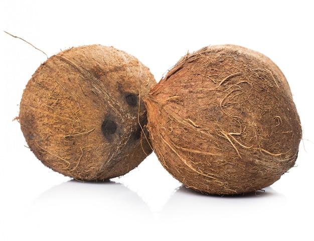 Noci di cocco su bianco