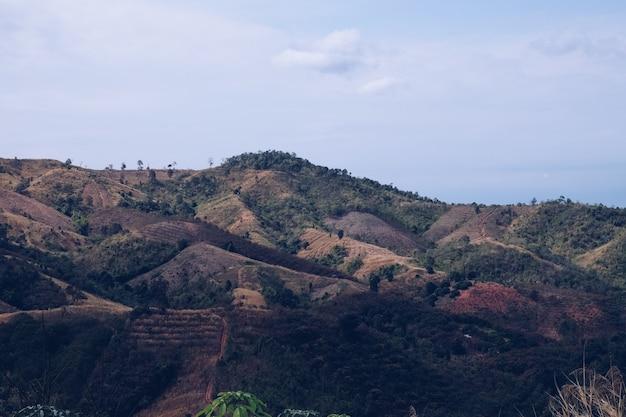 Non visto in tailandia. vista skyscape dalla montagna.