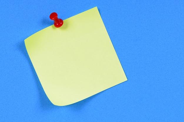 Nota adesiva gialla