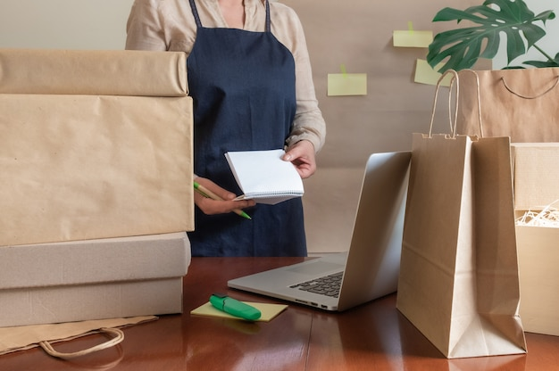 Nota online della posta dell'imballatore del pc del computer portatile della scatola della borsa dell'imballaggio del servizio di consegna del lavoratore
