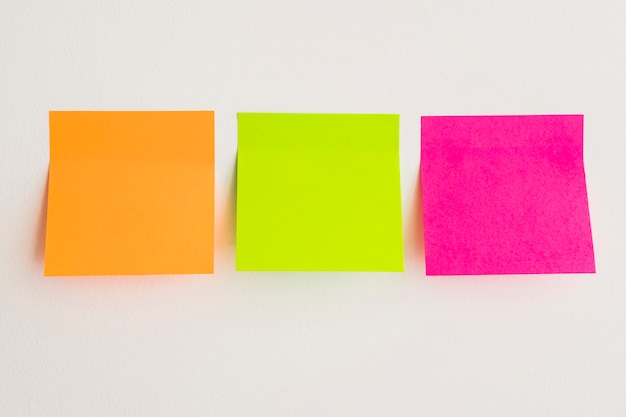 Note appiccicose in tre colori