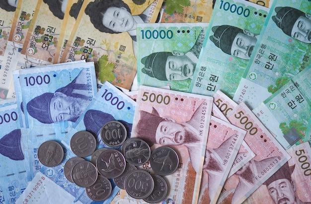 Note vinte coreane e monete vinte coreane per il fondo di concetto dei soldi