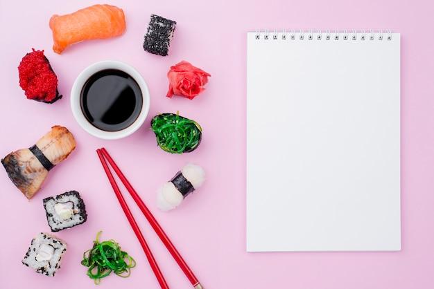 Notebook con involtini di sushi