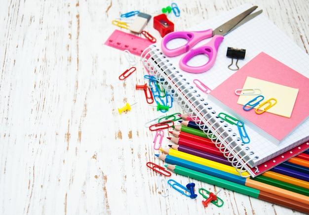 Notebook con materiale scolastico