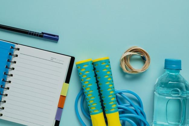 Notebook con metro a nastro e corda per saltare