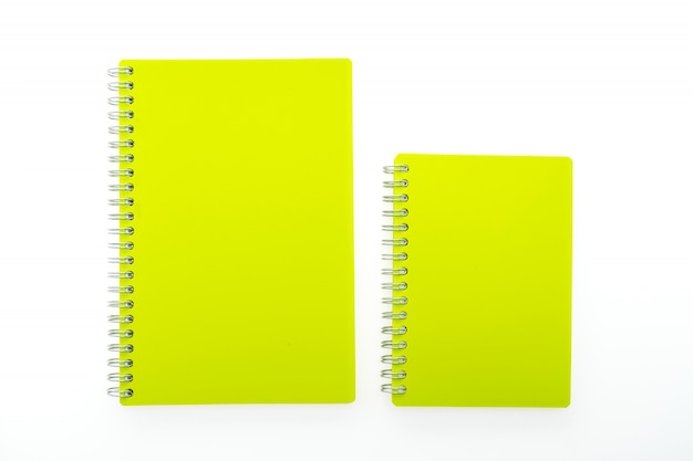 Notebook gialli con anelli