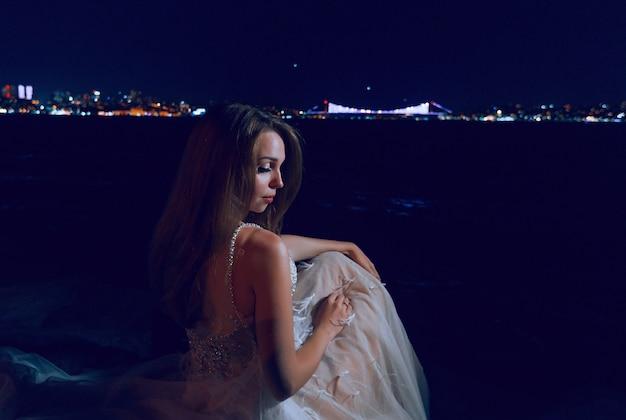 Notte della sessione di nozze della sposa a istanbul