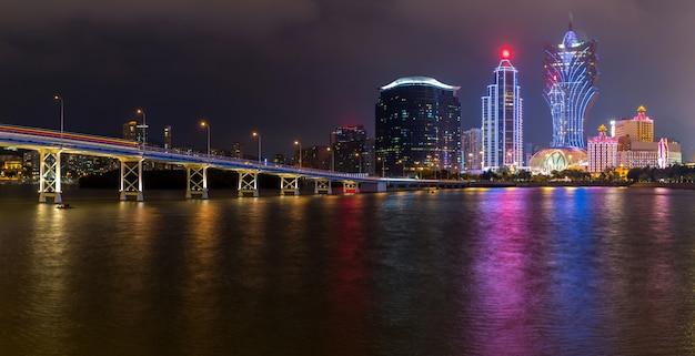 Notte di paesaggio urbano di macao