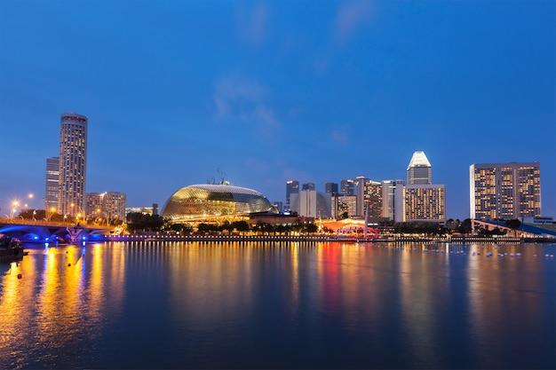 Notte di paesaggio urbano di singapore