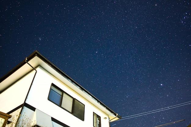 Notte stellata in famiglia a matsumoto, in giappone