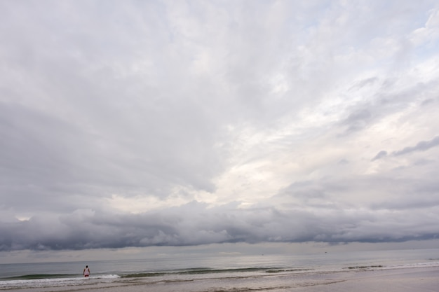 Nubi di tempesta sul mare.
